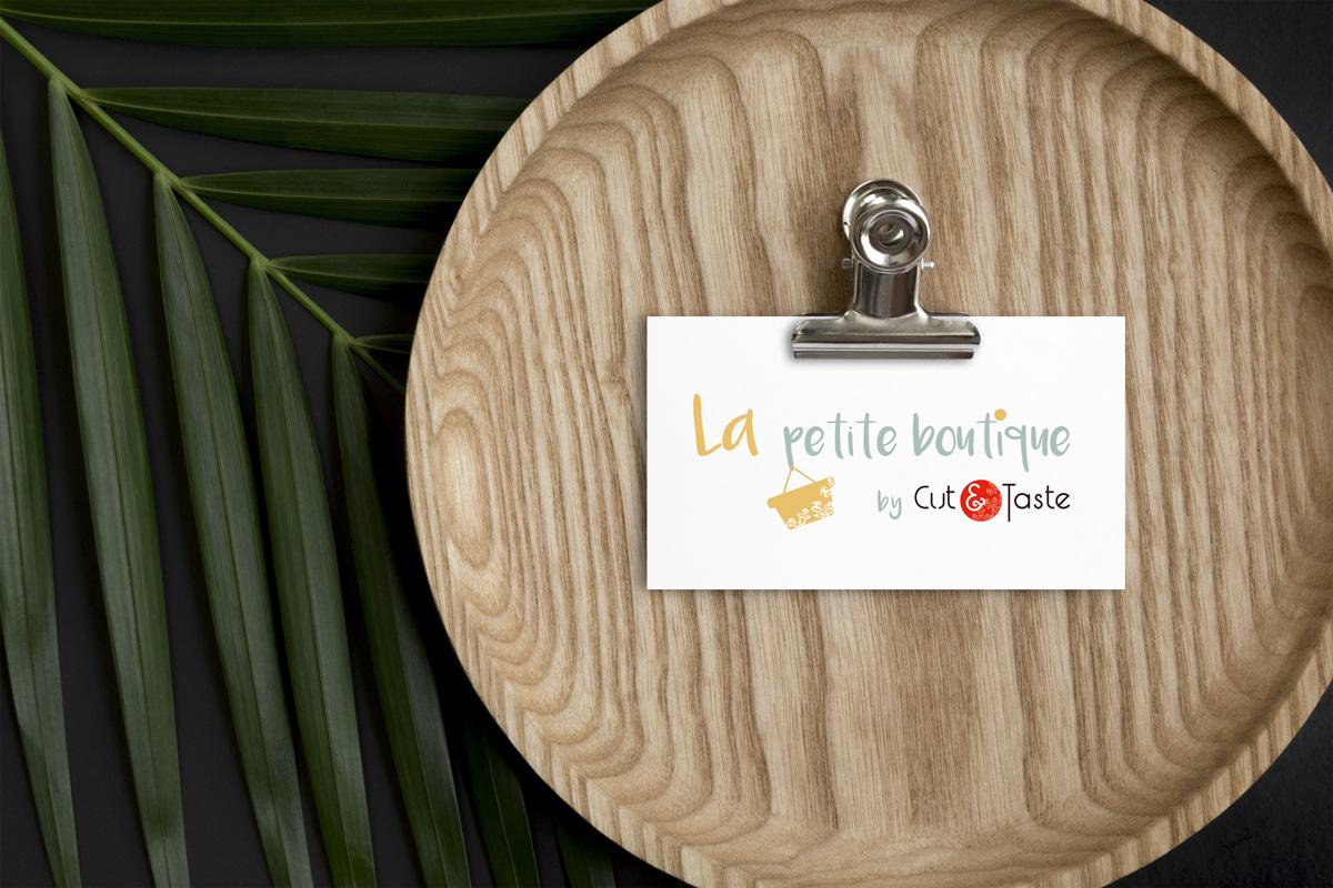 Graphic Plugin, studio de graphisme à Liège : Projet : Logo pour La Petite Boutique by Cut and Taste